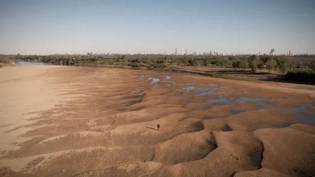 El Paraná sube, pero sigue bajo cero